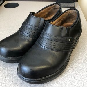 Size 7 Ariat steel toe shoe. Black leather.